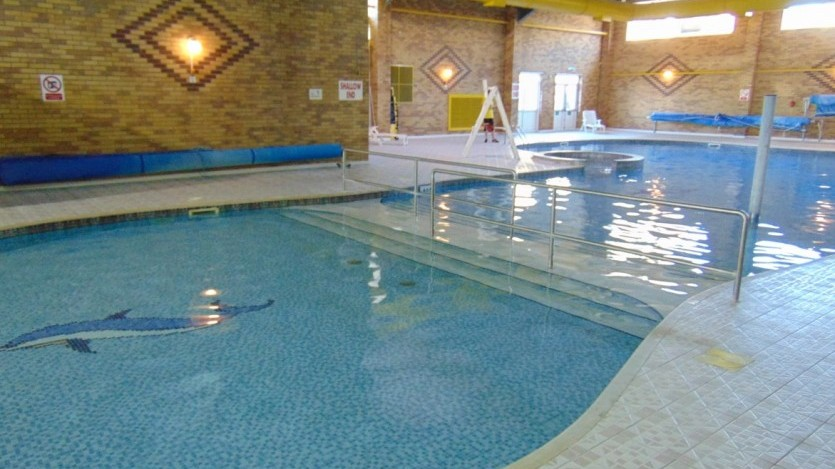 Holiday park facilities indoor pool flower of may for Opening swimming pool after winter