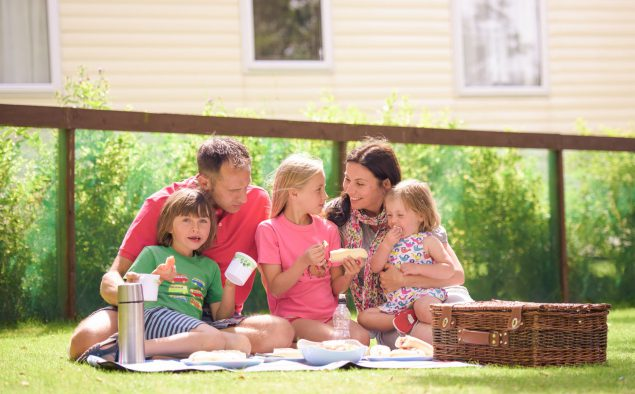 Flower-of-May-Kids-Family-Holiday-Picnic