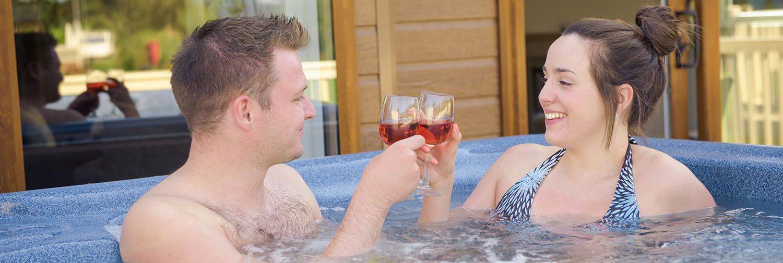 Goosewood-Lodge-Holidays-Hot-Tub-Couple